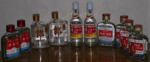 """白酒""""平民""""时代:小酒青春 大瓶实在"""