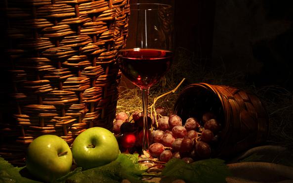 葡萄酒亲民高端太贵低端怕假(消费