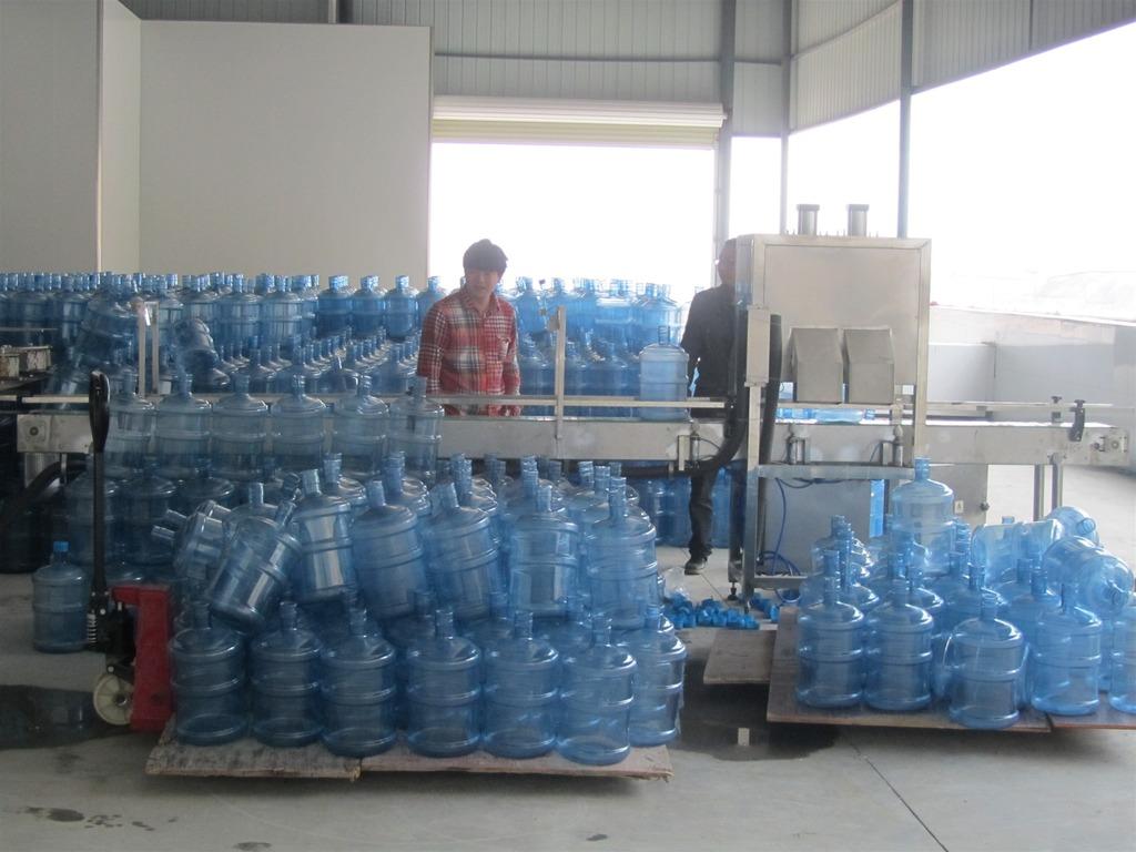 桶装水生产线完全按照国标进行生产