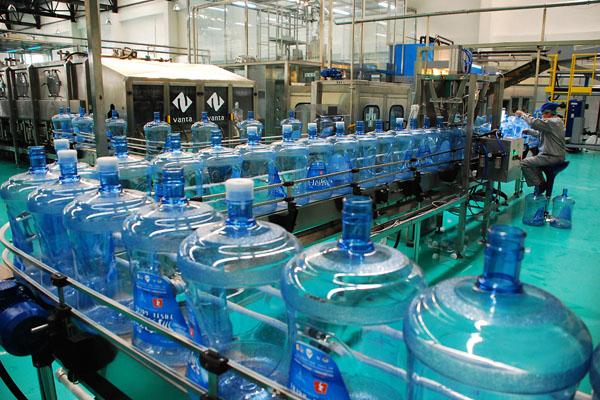全自动桶装水生产线运转过程